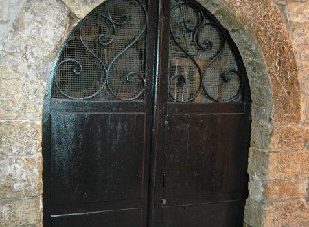 Taggia (IM), centro storico, un portale