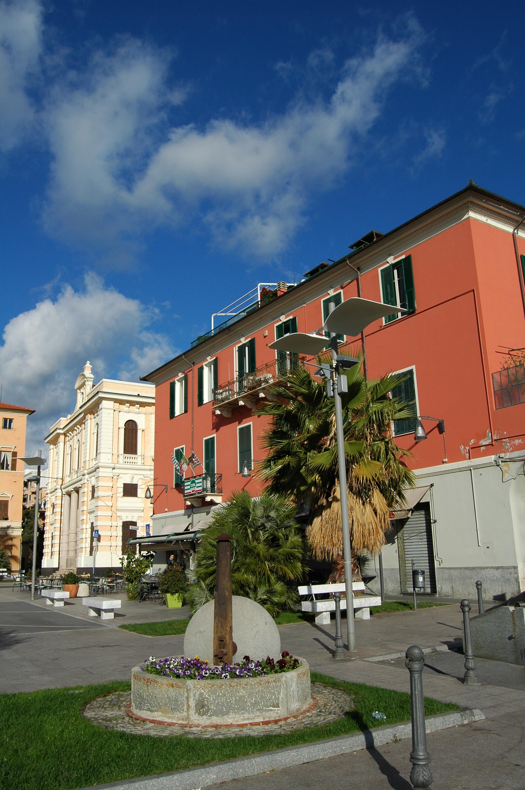 Imperia oneglia piazza de amicis condamina for Oneglia imperia