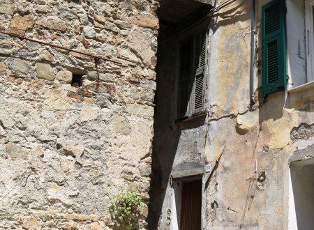 """Castelvittorio (IM): Piazza """"Astregu"""""""