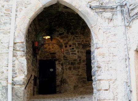 Apricale (IM): un'antica Porta